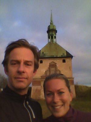 I fredags var jag och Love ute och joggade innan lunch. Vi sprang förbi tornet vilket är det enda som är kvar efter Johannisborg. Det befästa slottet började byggas 1614 av 700 stycken utkommenderade soldater men det gick lite sådär med bygget eftersom man även behövde sten till Norrköpings slott som låg där Hedvigs kyrka ligger idag. Johannisborg tillföll dock drottning Kristina 1654 men år 1719 var det i så dåligt skick att det inte kunde hindra ryssarna från att bränna ner vår stad. Det blev aldrig återuppbyggt utan istället använde man stenarna till att bygga upp nya hus inne i stan.