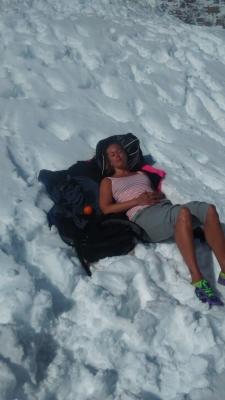 Pulsade genom snön och hittade en perfekt plats att chilla på där vi slapp gul snö och utspilld varm choklad.