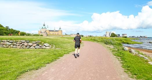 På rundan från slottet till Stensö får löparen både historia och vacker och omväxlande natur.